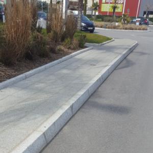 Arredo urbano-Cordoli per marciapiedi in granito-Pilgran