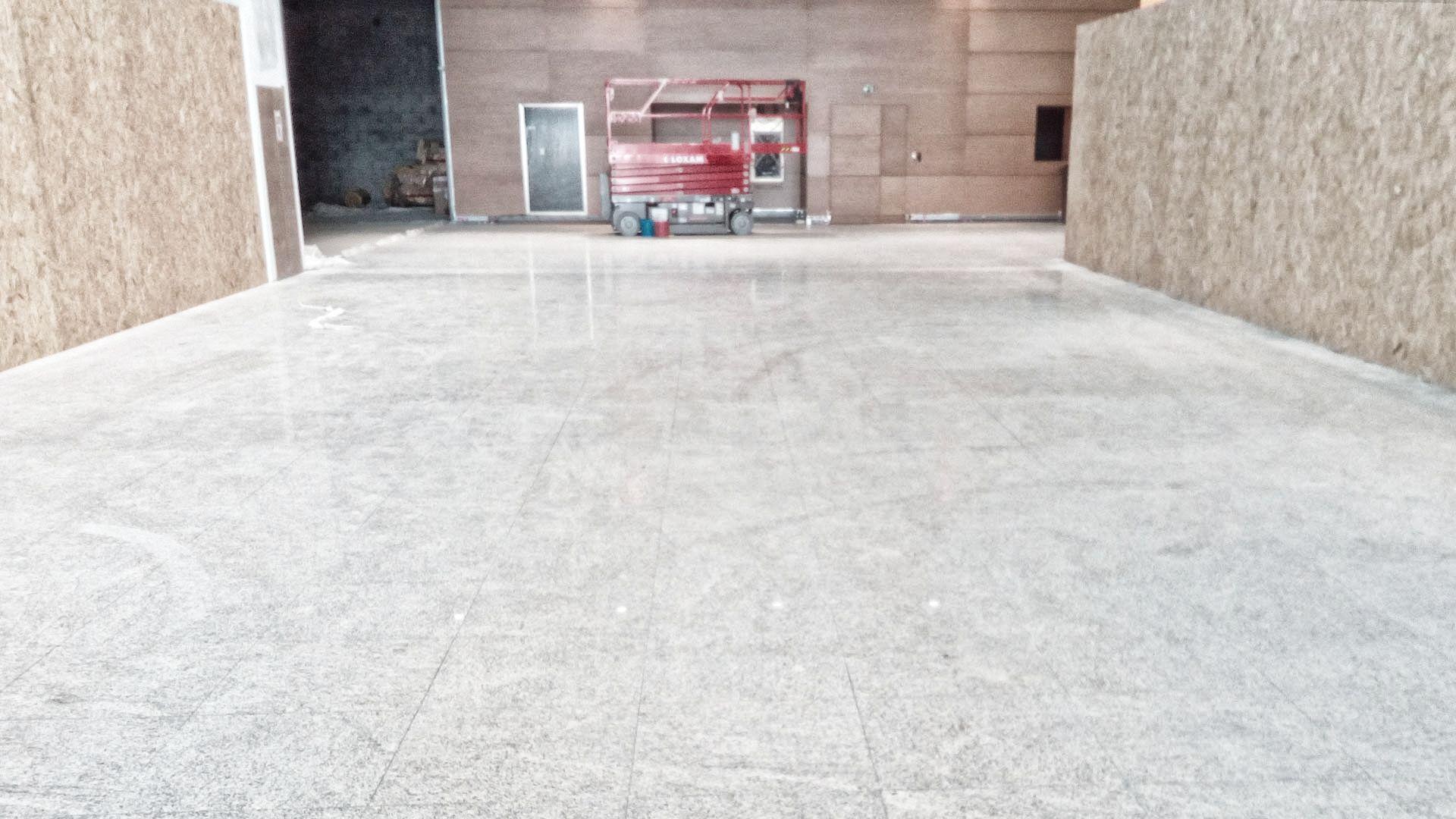 Lucidatura pavimenti in granito al diamante - Pilgran