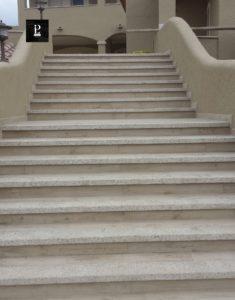 Rivestimento scale in granito bocciardato - Pilgran